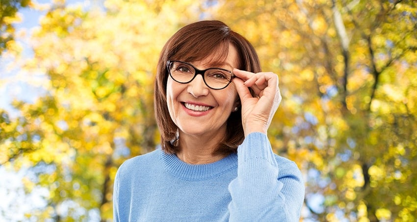 While enjoying her time in the park during autumn, this senior woman is concerned with how that one of her teeth is starting to become discolored and developing pain. So what is going on with her oral health?